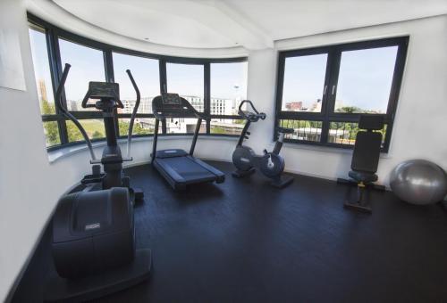 Das Fitnesscenter und/oder die Fitnesseinrichtungen in der Unterkunft Grimm's Potsdamer Platz
