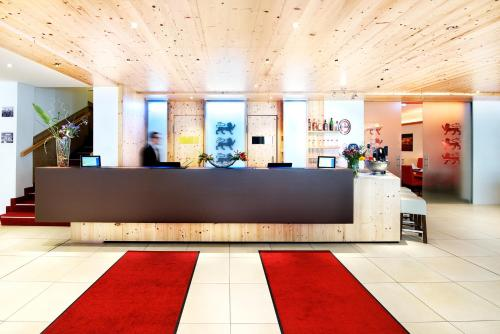 The lobby or reception area at Drei Loewen