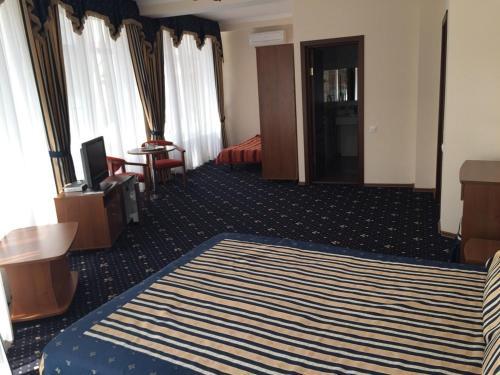 Кровать или кровати в номере Макс Отель