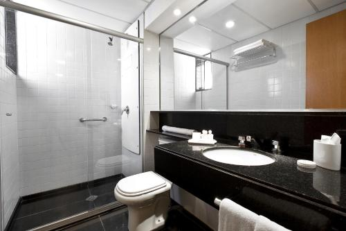 Um banheiro em H2 Platinum Lourdes