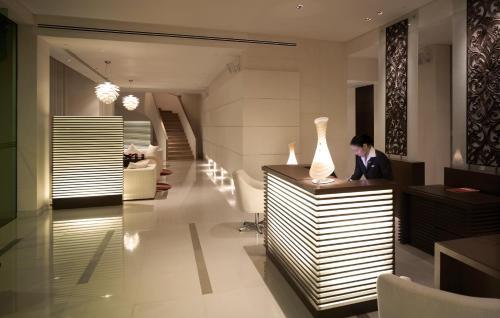 The lobby or reception area at Park Plaza Sukhumvit Bangkok