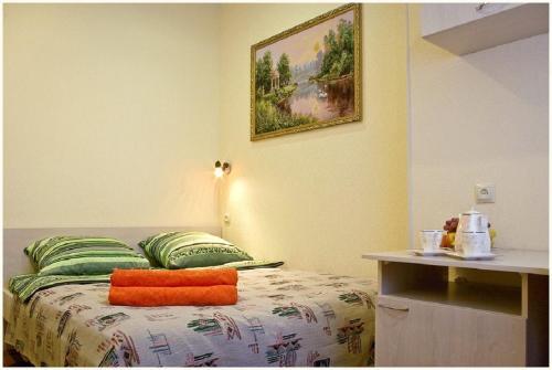 Кровать или кровати в номере Уют