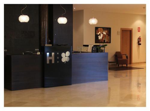 Лобби или стойка регистрации в Hotel El Trebol