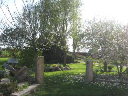 A garden outside Chambres d'hôtes Ferme du Feugrès