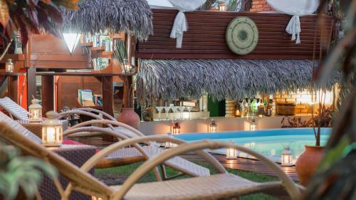 A piscina localizada em Araxá Pousada ou nos arredores