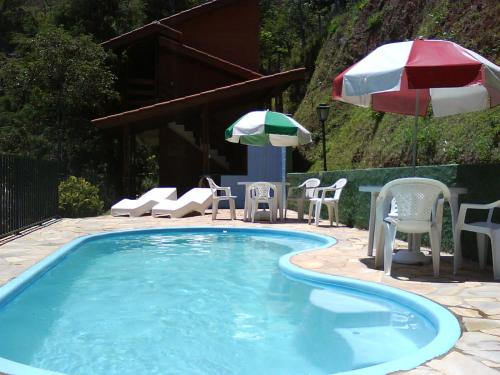 The swimming pool at or near Chalés Pousada Serra Negra