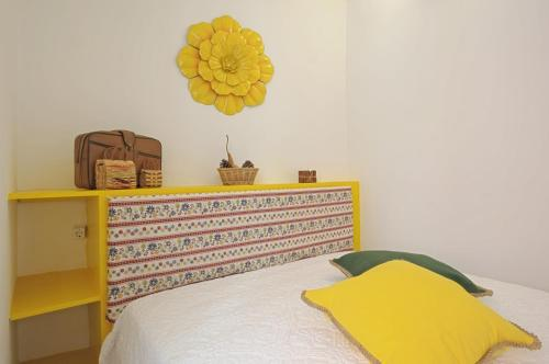 """A bed or beds in a room at """"Maria""""- 2 Bedroom Apartment, Graça neighborhood"""