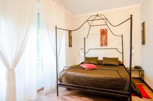 A bed or beds in a room at Albergo Villa Gaia