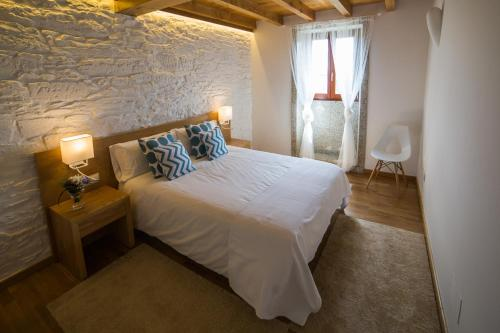A bed or beds in a room at Casa Rural Juancito