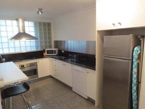 A kitchen or kitchenette at Manly Paradise Motel & Apartments