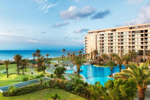 A view of the pool at Mövenpick Hotel & Casino Malabata Tanger or nearby