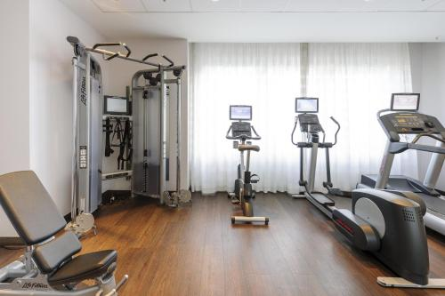 The fitness center and/or fitness facilities at Mercure Hotel Bochum City