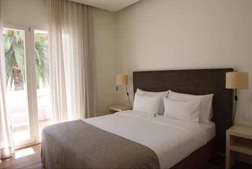 Cama o camas de una habitación en Hostal Spa Empúries