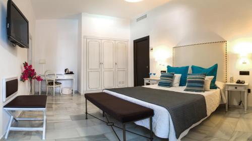 Säng eller sängar i ett rum på Hotel La Fonda
