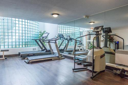 The fitness center and/or fitness facilities at Le Quai Des Princes