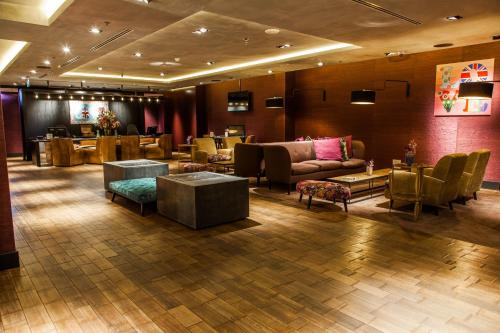 The lobby or reception area at DoubleTree by Hilton Amsterdam - NDSM Wharf