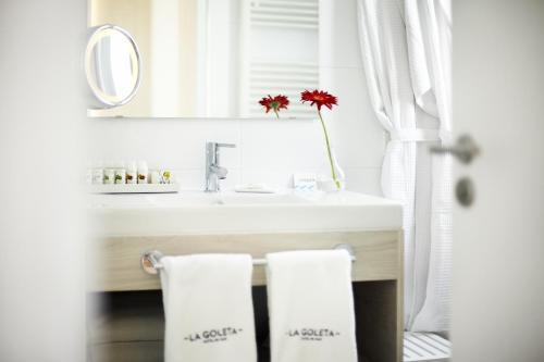 Łazienka w obiekcie La Goleta Hotel de Mar - Adults Only