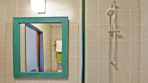 A bathroom at Green Tiger House