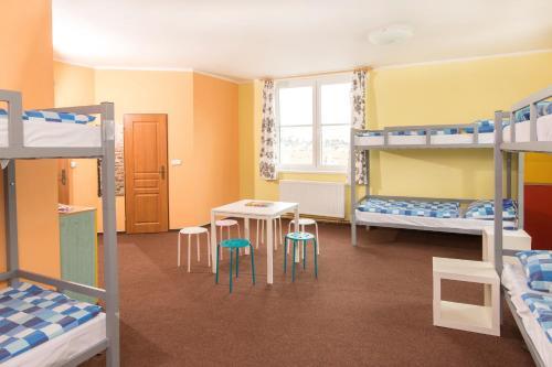 Een stapelbed of stapelbedden in een kamer bij Hostel Downtown