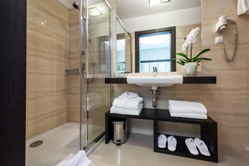A bathroom at Queen Boutique Hotel