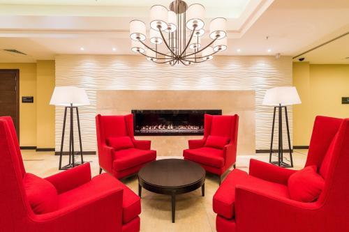 A seating area at Hilton Garden Inn Krasnoyarsk