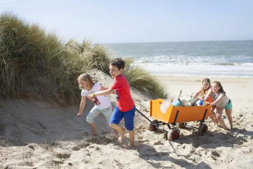 A family staying at Stayokay Hostel Domburg