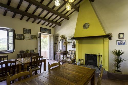 A restaurant or other place to eat at La Locanda del Musone - Loreto B&B Conero