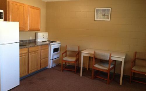 A kitchen or kitchenette at Twilite Motel & RV Park
