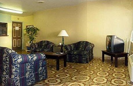 A seating area at Budget Motel - Titusville