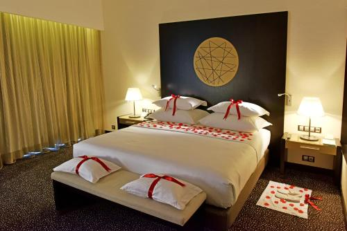 A bed or beds in a room at EPIC SANA Luanda Hotel