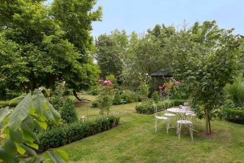 A garden outside La Roseraie
