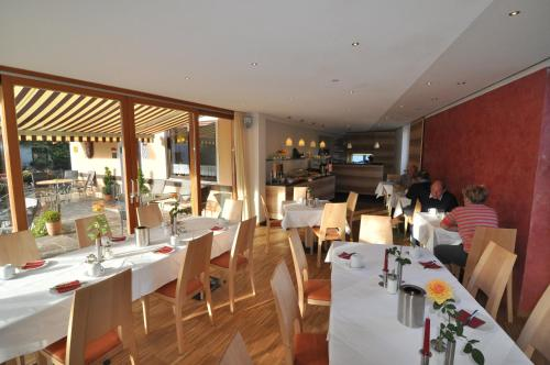 A restaurant or other place to eat at Hotel Garni Otto Huber
