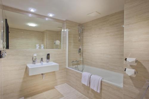 A bathroom at Grand Majestic Hotel Prague