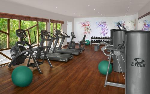 Фитнес-центр и/или тренажеры в Avani Barbarons Seychelles Resort