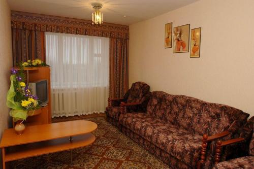 A seating area at Profssoyuzny Hotel