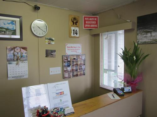 The lobby or reception area at Bulkley Valley Motel