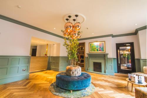 The lobby or reception area at Cairn Hotel Newcastle Jesmond - Part of the Cairn Collection