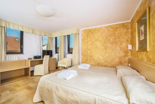 Кровать или кровати в номере Hotel Roma Prague