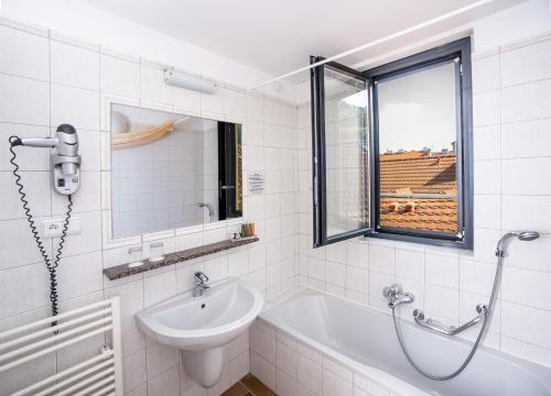 Un baño de Hotel Roma Prague