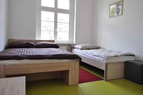 Łóżko lub łóżka w pokoju w obiekcie Hostel Kostrzyn nad Odra