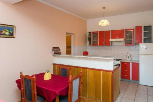 A kitchen or kitchenette at Apartments Cvjetković