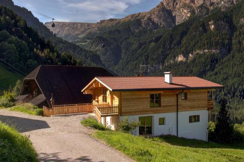 Das Gebäude in dem sich der Bauernhof befindet