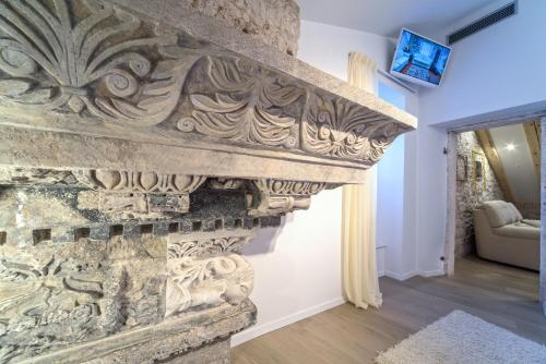A television and/or entertainment centre at Apartment Roman Heritage