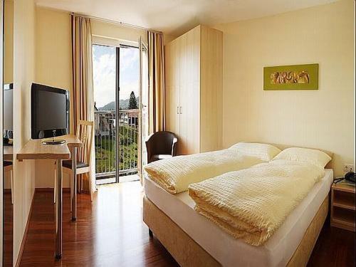 Ein Bett oder Betten in einem Zimmer der Unterkunft Das smarte Hotel garni