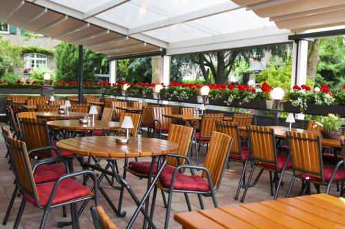 A restaurant or other place to eat at Hotel-Restaurant Breitenbacher Hof