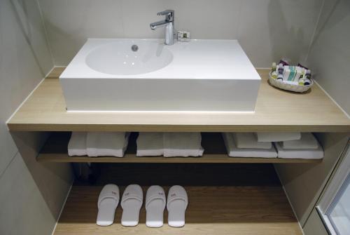 Een badkamer bij Mercure Hotel Schiphol Terminal