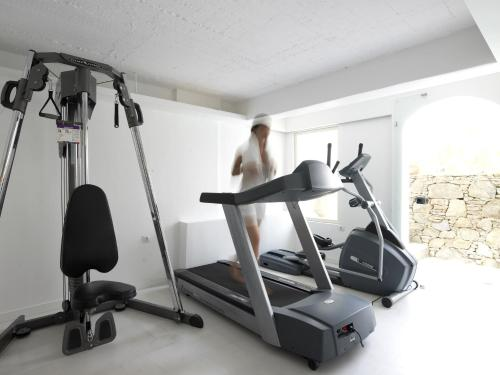 The fitness center and/or fitness facilities at Semeli Hotel