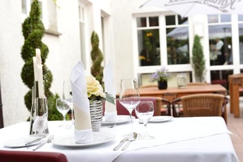 A restaurant or other place to eat at Hotel Restaurant Waldesruh