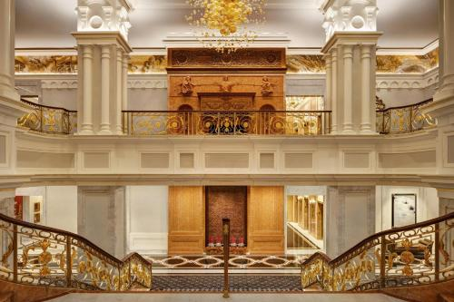 The lobby or reception area at Lotte New York Palace