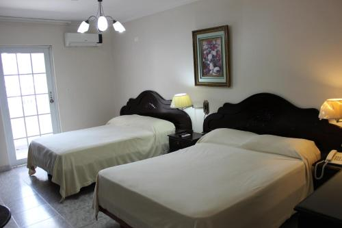 A bed or beds in a room at Hotel Parador